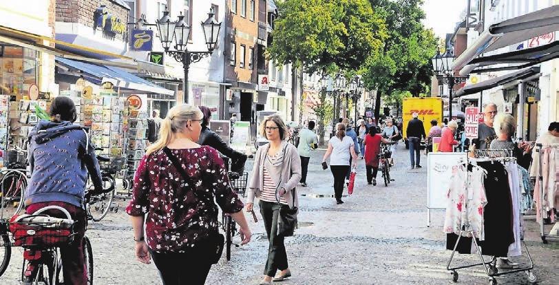 Ob Mode oder Bürobedarf: Wer auf der Suche nach persönlicher Beratung und großem Angebot ist, ist in der Einkaufsstraße mit langer Tradition genau richtig.